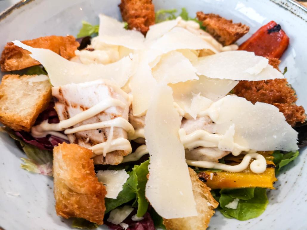 Caesar salad. Room 49 Bistrot a Quartu Sant'Elena
